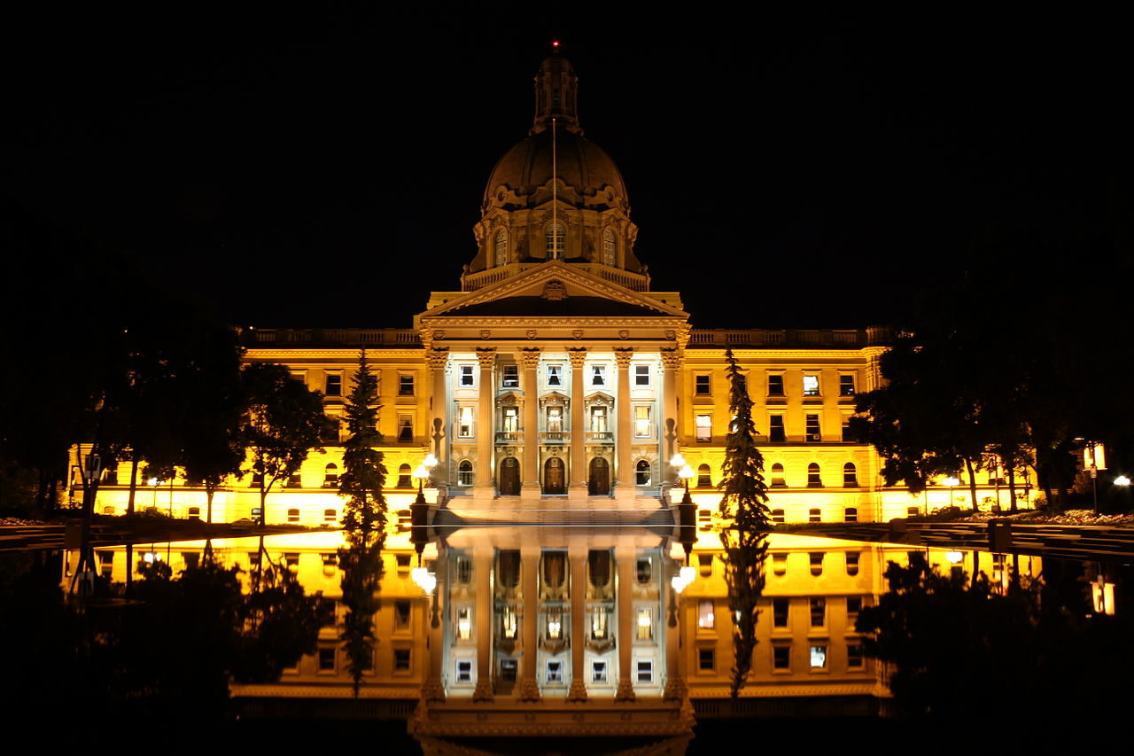 1280px-2011_alberta_legislature_building_10.jpg