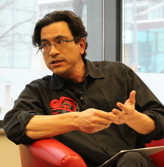 Duncan McCue, the Ryerson School of Journalism's Rogers Visiting Journalist, discusses politics and Indigenous communities at Ryerson University on Feb. 13, 2017. Photo courtesy of Jasmine Bala.