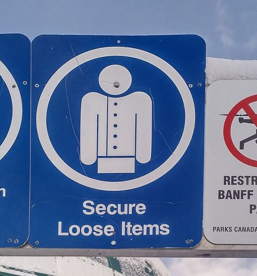A drone restriction sign at Lake Louise in Alberta. Photo courtesy Pierre5018/CC BY-SA 4.0.